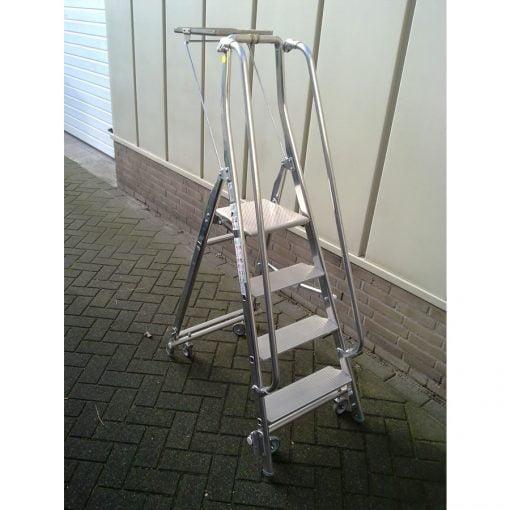 Verrijdbare trappen ABA met leuningen